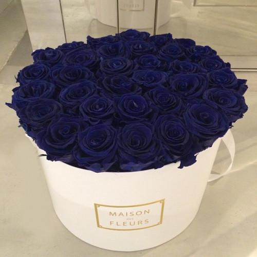 Купить на заказ Заказать Синие розы в коробке Maison с доставкой по Жескасгану с доставкой в Жезказгане