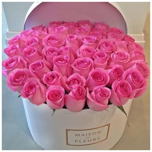 Купить на заказ Заказать Розовые розы в коробке Maison с доставкой по Жескасгану с доставкой в Жезказгане